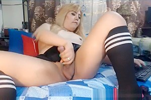 Shemale showing how she can make you want...