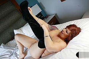 Beauty cums after wanking...