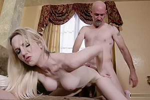 Model kayleigh coxx gives head and is analized...
