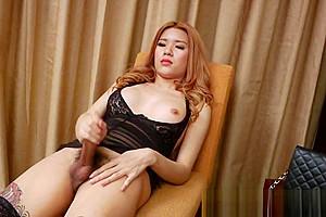 Lisa on black lacey lingerie wanks off...