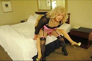Two blondes in the hotel room...