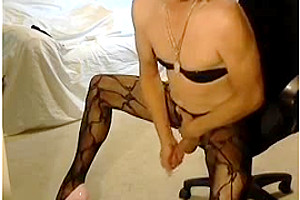 Look at gia jiizz cumming on webcam...